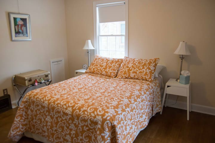 Cozy Guest Bedroom on Doty Island - Neenah - Talo
