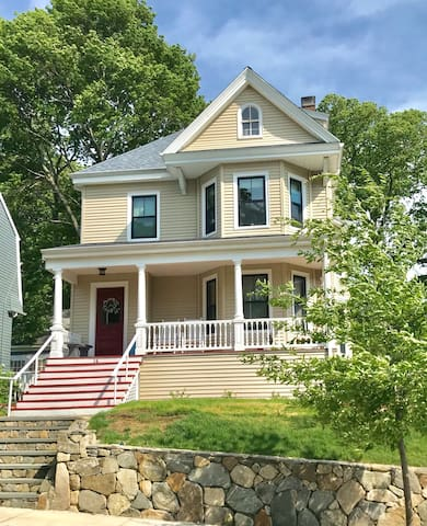 The 1880 House: Historic Single Family Victorian!