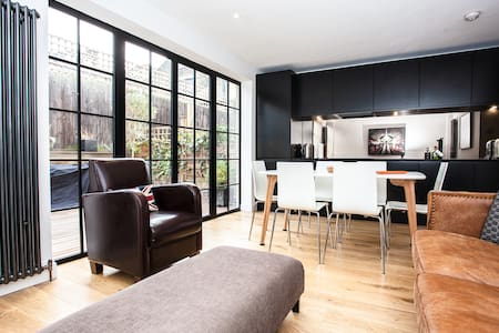 Fantastic Newly Refurbished Flat with Terrace - Londen