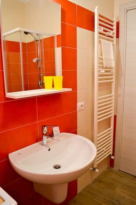Bagno interno stanza glicine