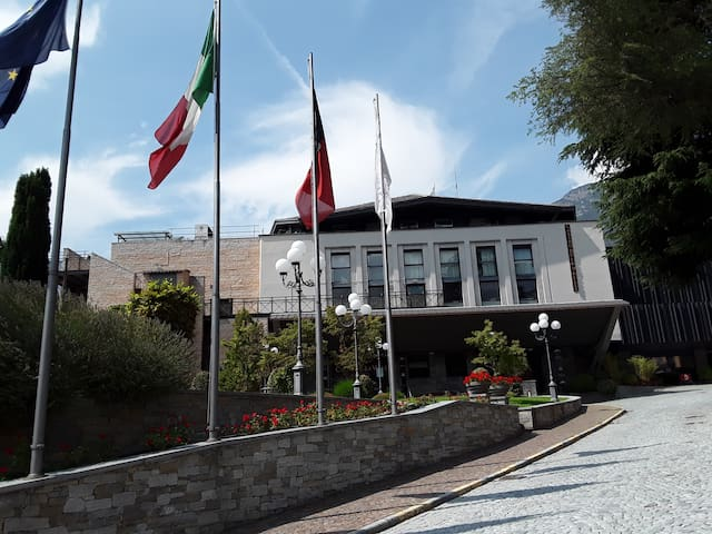 L'entrata del Casinò .... a 2 minuti da Le jasmin