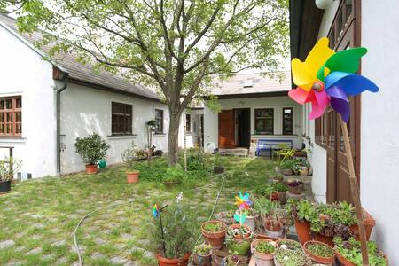 Cozy house with garden in the middle of Vienna