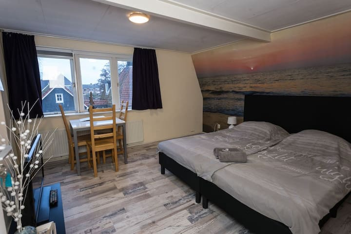 Place 2B in Countryside of Amsterdam, Room 1
