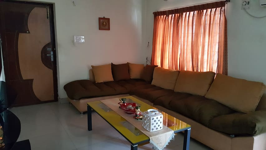Double Bed A/C Room Close To Major Attractions