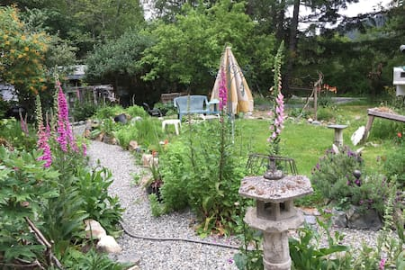 Sooke Private Entrance with Wild Herb Garden - Sooke - House