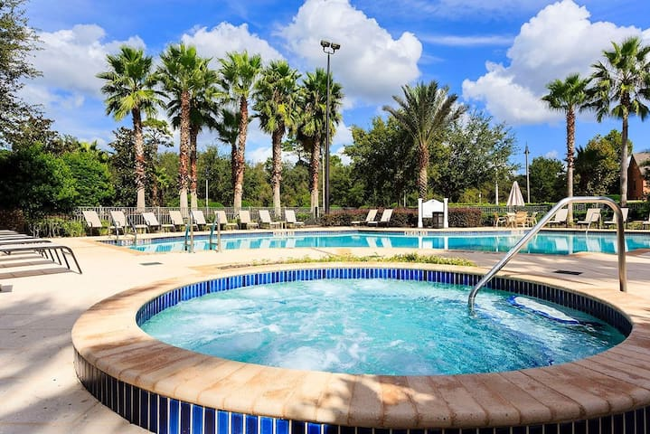 Pool and Jacuzzi at Carriage Pointe