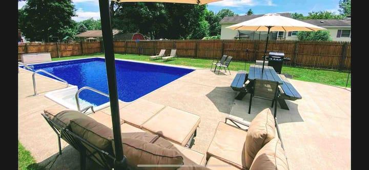 Lake George/Saratoga Area House with Heated Pool!