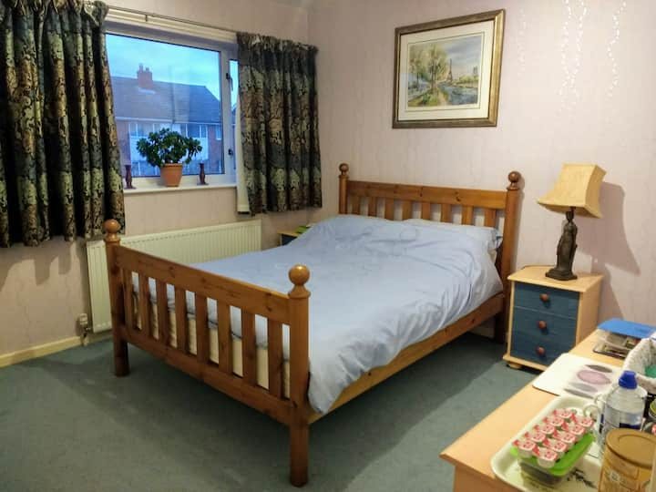 Double with parking, near railway station & A1M.