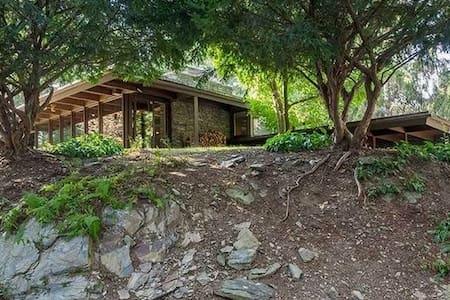 Mid Century Retreat on 8 acres - Lagrangeville - Ház