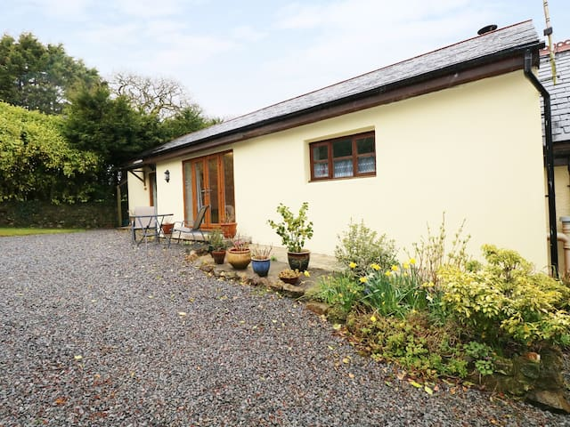 THE HIDEAWAY AT THE BARN, romantic in Amroth, Ref 923066