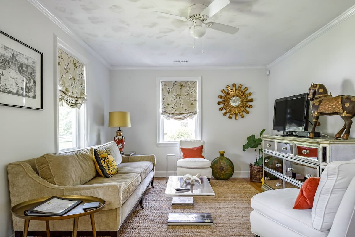 Unwind in Style at Charlottesville Cottage Extraordinaire