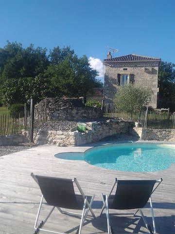 Gîte 6 pers.piscine chauffée à Lalbenque