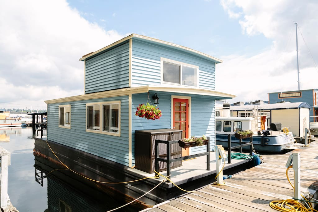 Hippin jicama houseboat houses for rent in seattle washington united states for 5 bedroom house for rent in seatac