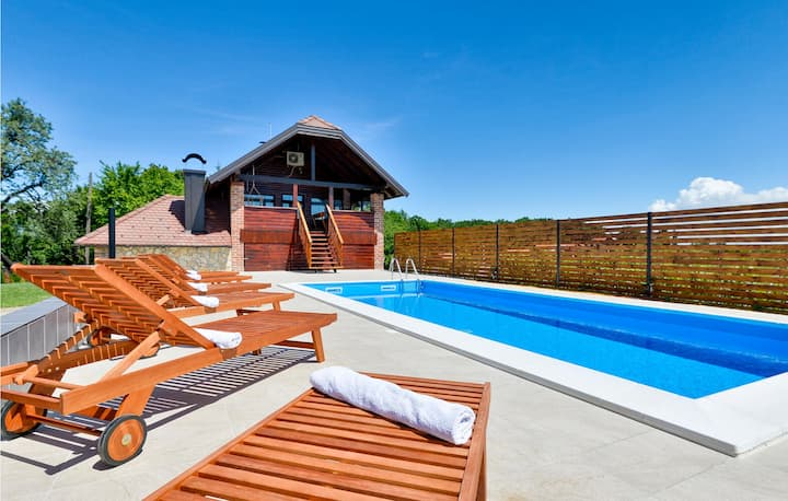 Amazing home in Jalzabet with Outdoor swimming pool, WiFi and 2 Bedrooms