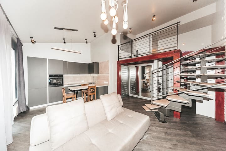 New stylish loft in 5 minutes from airport