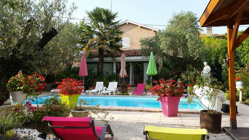 Cottage -pool 40 km from Toulouse - Gratens - Hus