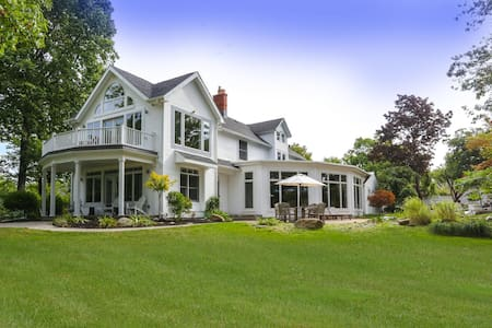 Luxury Lakefront Home - Lake View - 独立屋