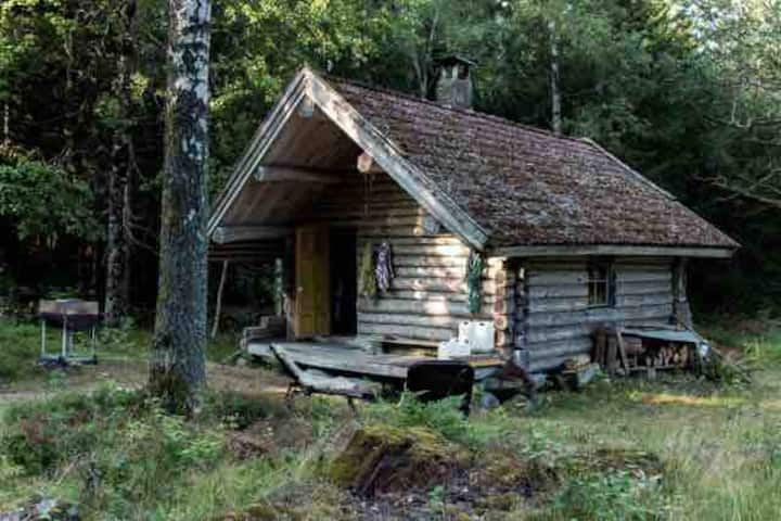 Stuga & utedass/cabin & outdoor toilet. OFF GRID