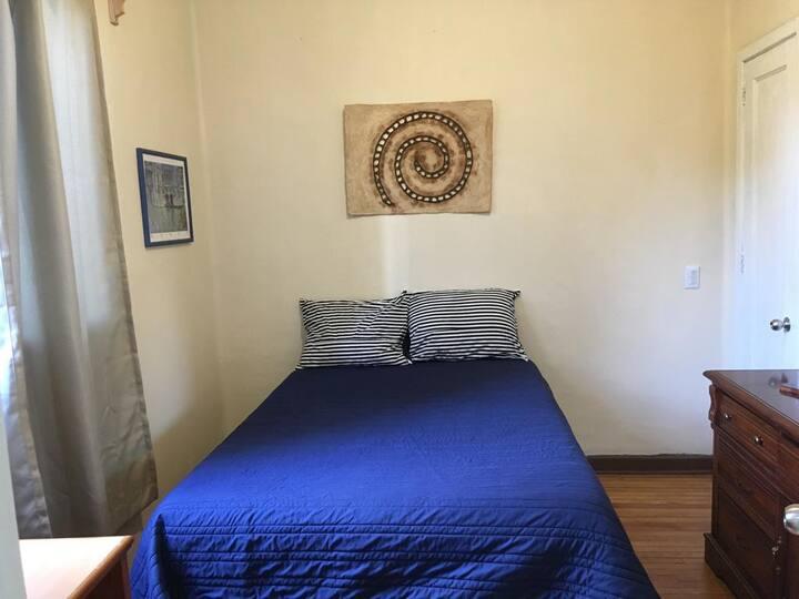 Habitación cómoda e iluminada muy agradable
