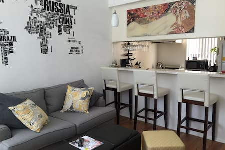 Chic Central Hollywood Apartment - Los Angeles - Apartment