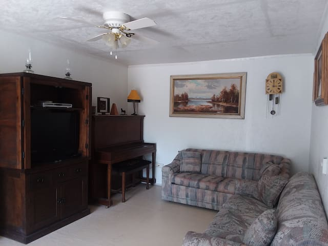Living Room. Local TV channels, Wifi . VCR player & piano for pianists / students. 2 couches.