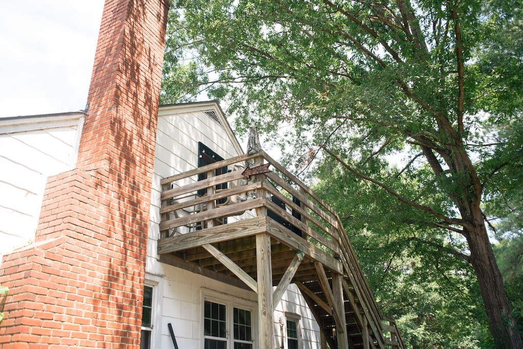 "The treehouse is located above the main house. Suite ""B"". As you pull into the gravel driveway, you will park in the lot with the cars. Please find a space that works for you!"