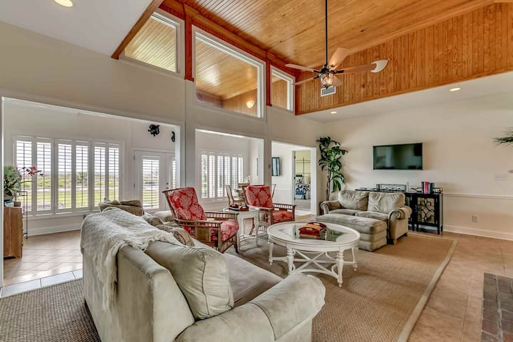 """Just Steps to the Beach! Spacious Oceanfront Home in """"Million Dollar Row"""" section of Myrtle Beach"""