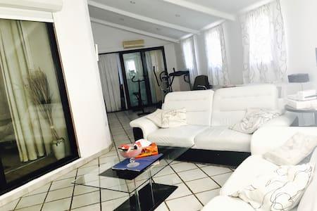 Villa 180m2 plein-pied avec piscine - 马赛 - 住宿加早餐