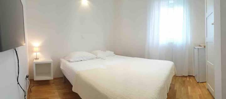 Private room in Center of Nin