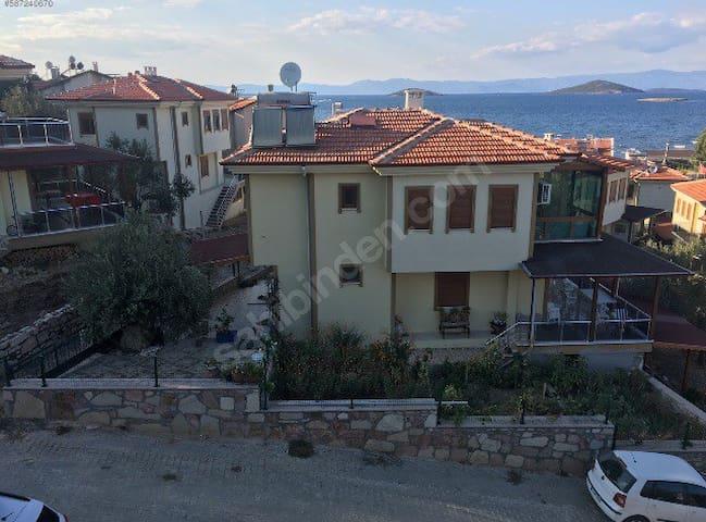 Ayvalık'ta Denize Yakın Günlük Kiralık Villa