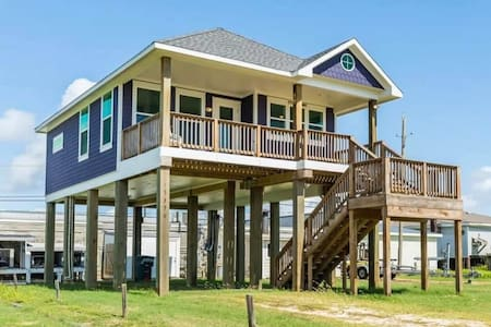 Purple House with Ocean View in Galveston, TX