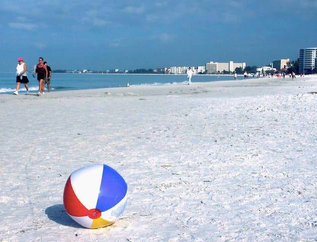 Stroll the Beach-1Br Siesta Palms by the Beach #1D