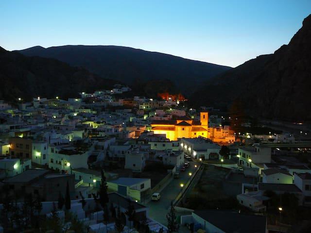 Casa rural en Sierra Nevada ideal para grupos - Alboloduy - Casa