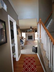Spacious house, 8 min from airport - Kansas City - Ház