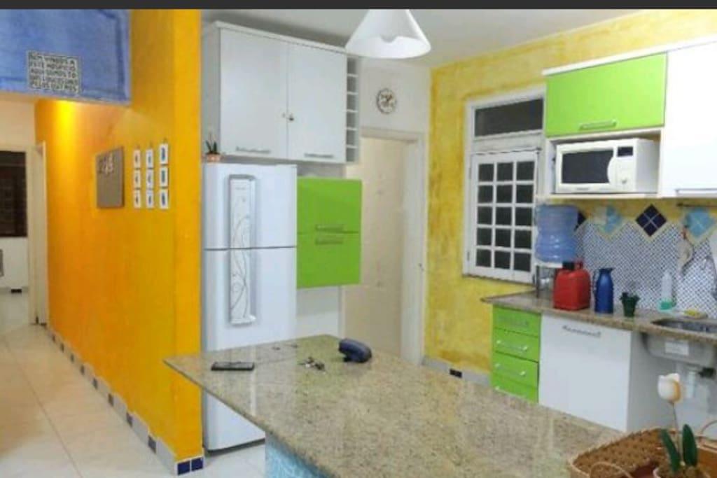 Cozinha completa conjugada com a sala