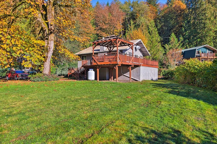 This cozy 2-bedroom home is located in the scenic town of Index.
