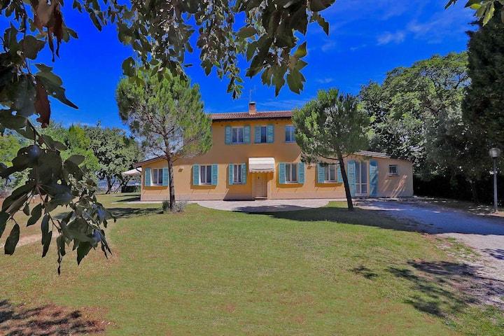 Modern Villa in Pesaro with Private Garden