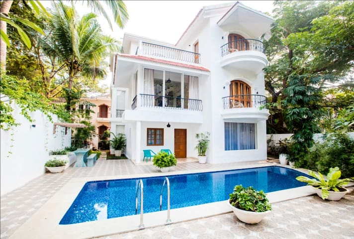 5 BHK Luxury Villa in Sinquerim - Calangute - Bed & Breakfast