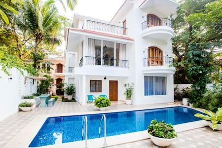 5 BHK Luxury Villa in Sinquerim - Calangute - Szoba reggelivel