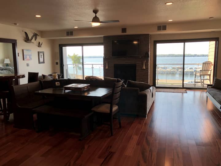 Stunning Luxury Condo in the heart of DL!