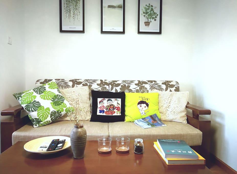 房间备有关于宁波的读物和杂志
