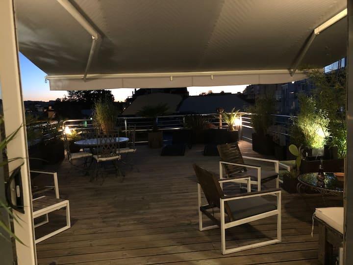 Pau,charmant T3 climatisé,grande terrasse, parking