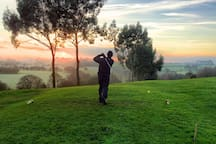 7 minutes by car: Have a swing at golf with a short 7 min drive to the fantastic Pakenham Golf Course.
