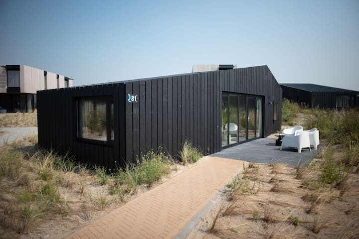 Modified, modern lodge, at just 100 m. from the beach