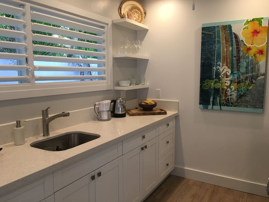 Fully quipped kitchenette with full washer and dryer