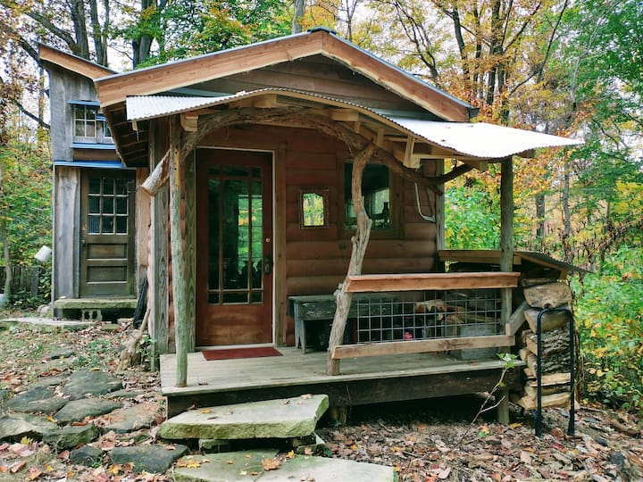 Brambleberry Farm off-grid Cabin