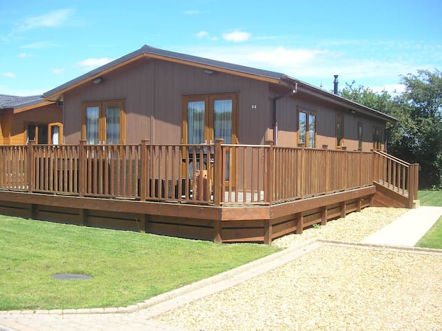 2 Bedroom Luxury Lodge at Lazy Otter - Ely