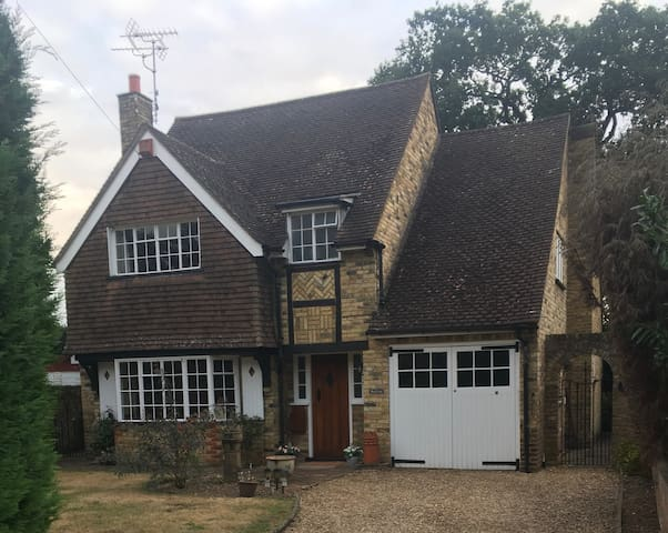 Delightful 5 bedroom country cottage