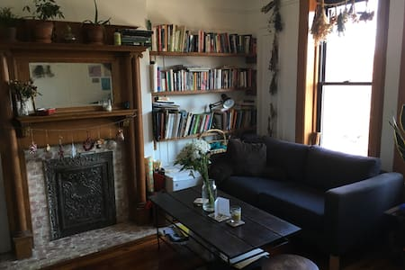 Bright, Cozy, Large Brownstone Bedroom - Brooklyn - House