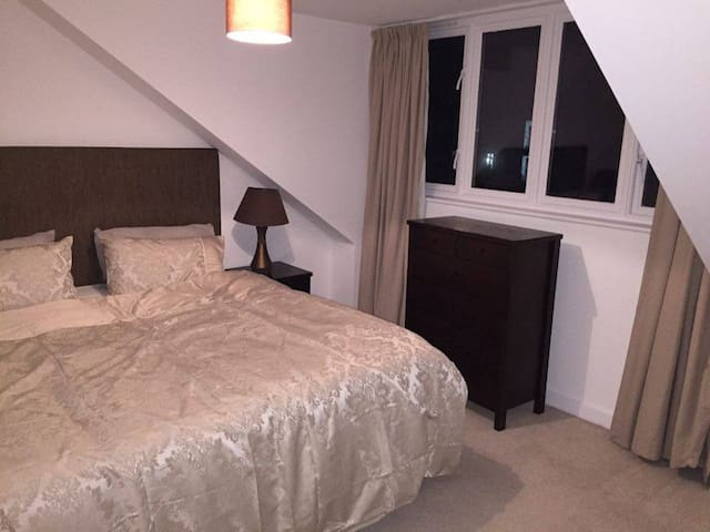 Heathrow Airport large double room - West Drayton - Byt
